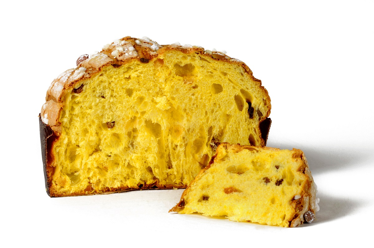 Panettone with candied almonds and raisins